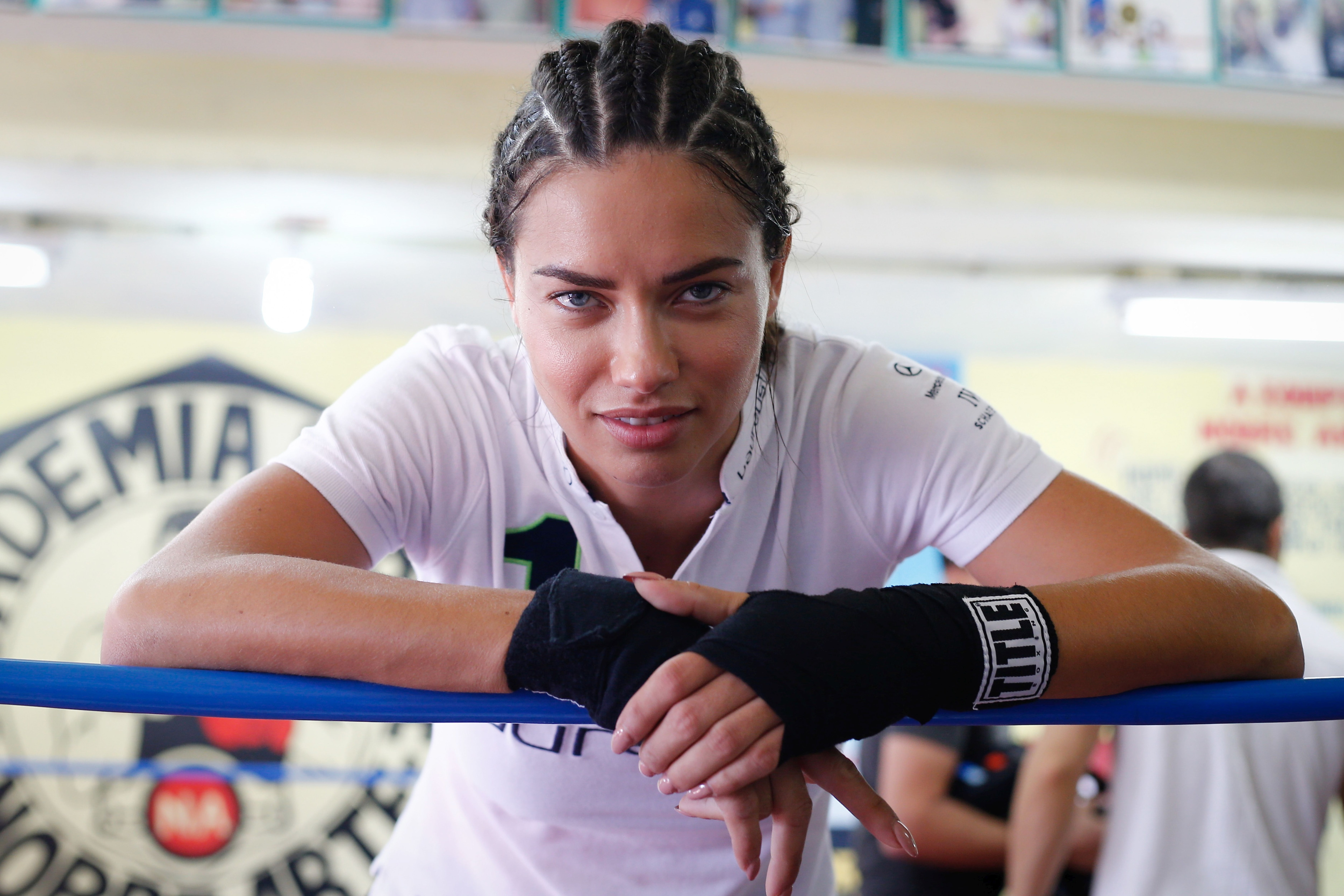 Brazilian supermodel Adriana Lima took part in sessions with children and adolescents in a local boxing gym
